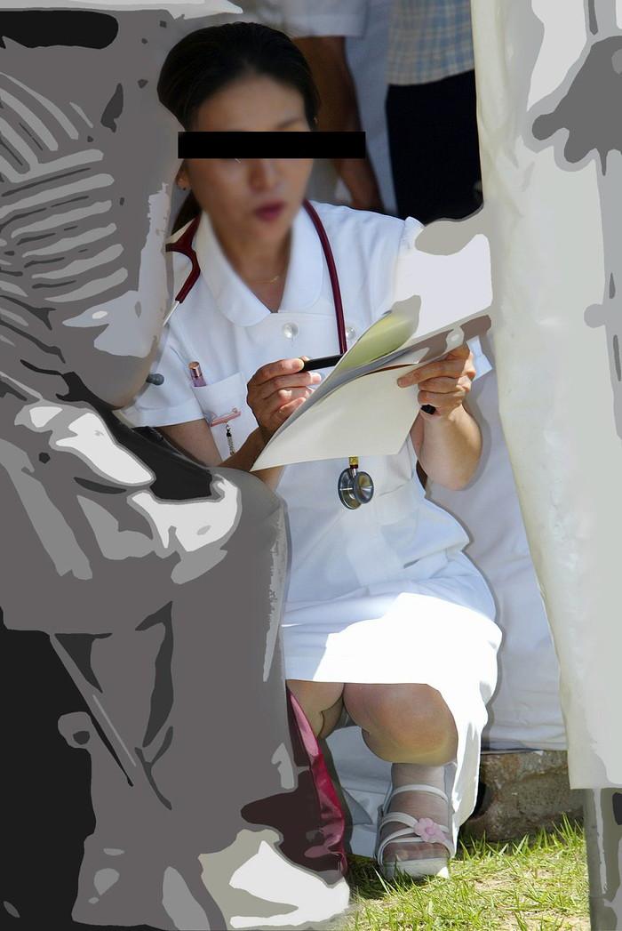 【ナースエロ画像】白衣の天使!ナースの下着が予期せぬところでチラリ! 02