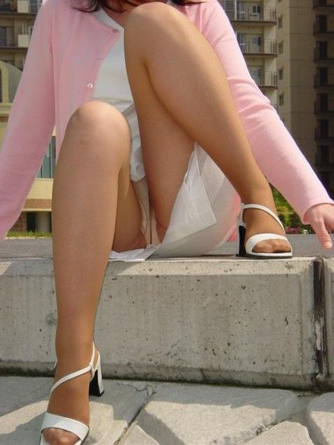【ナースエロ画像】白衣の天使!ナースの下着が予期せぬところでチラリ! 22