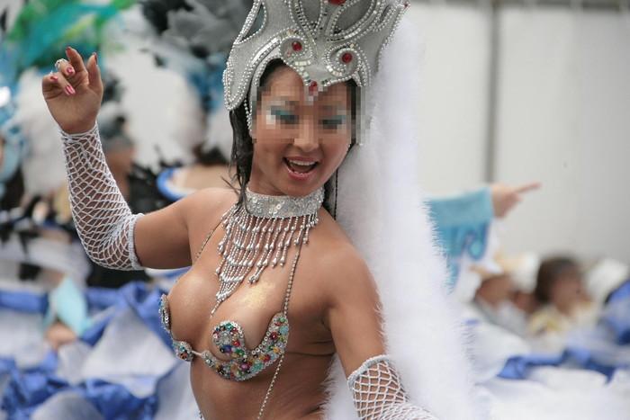 【サンバエロ画像】ほとんど下着!?過激衣装で踊るサンバの女の子たち! 14