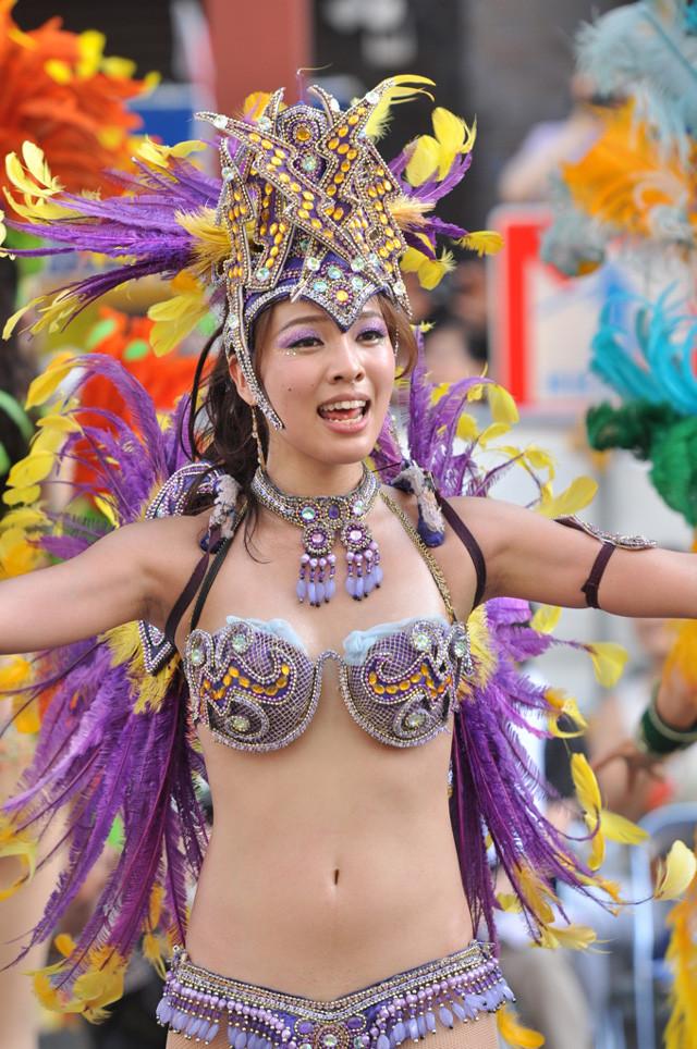 【サンバエロ画像】ほとんど下着!?過激衣装で踊るサンバの女の子たち! 20