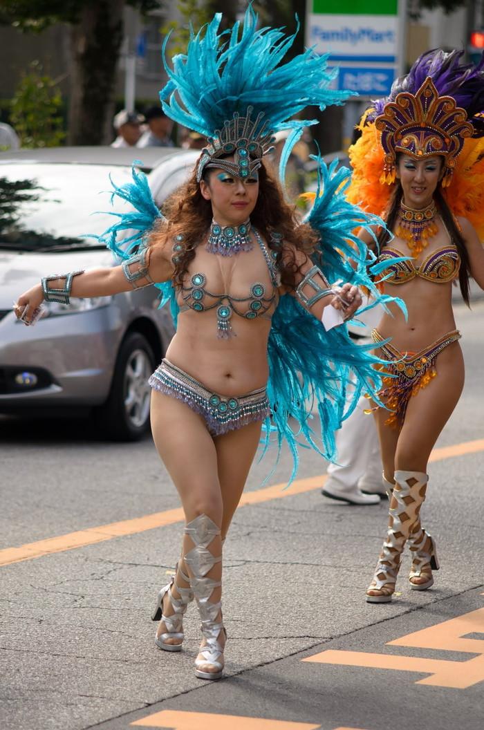 【サンバエロ画像】ほとんど下着!?過激衣装で踊るサンバの女の子たち! 29