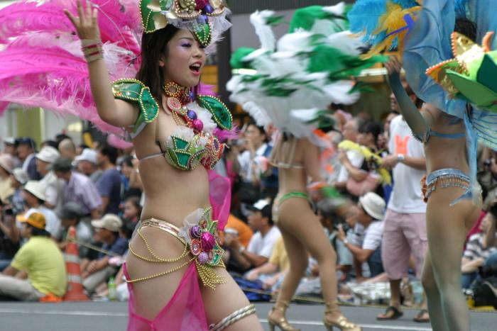 【サンバエロ画像】ほとんど下着!?過激衣装で踊るサンバの女の子たち! 30