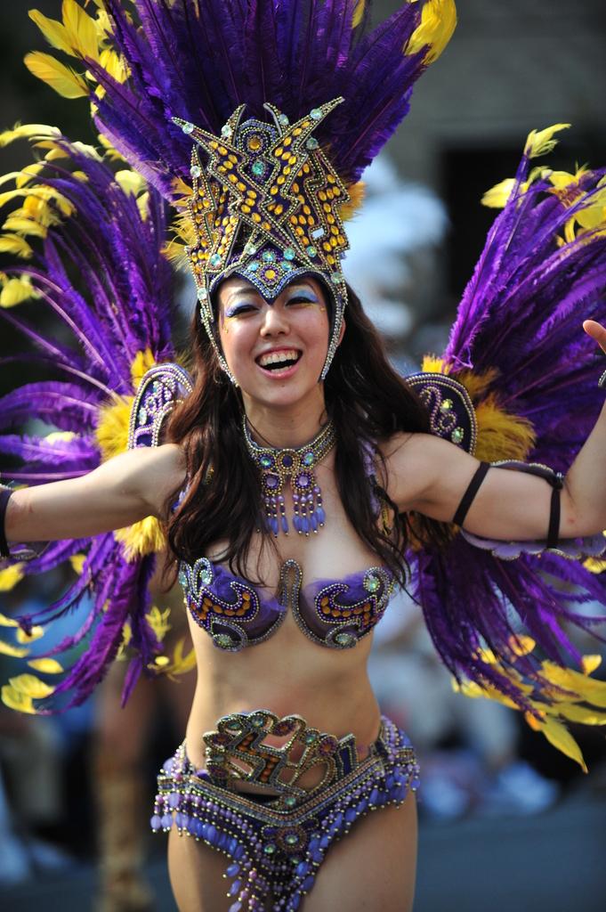 【サンバエロ画像】ほとんど下着!?過激衣装で踊るサンバの女の子たち! 31