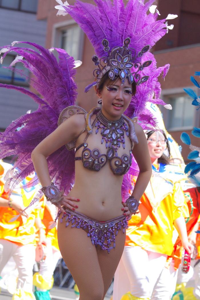 【サンバエロ画像】ほとんど下着!?過激衣装で踊るサンバの女の子たち! 32