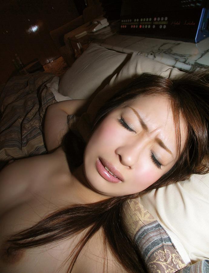 【悦顔エロ画像】快楽に喘ぐメスの表情が厭らしく見える美女画像 08