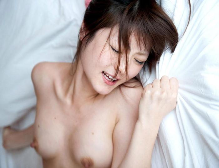 【悦顔エロ画像】快楽に喘ぐメスの表情が厭らしく見える美女画像 11