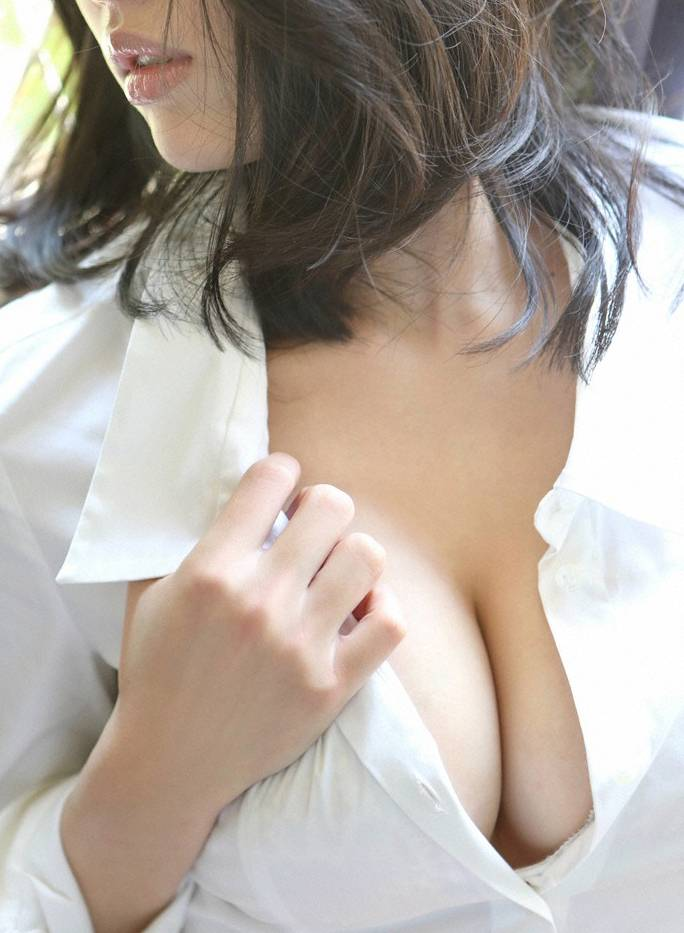 【裸Yシャツエロ画像】Yシャツに透けてしまう乳首もエロい!男のロマン!? 02