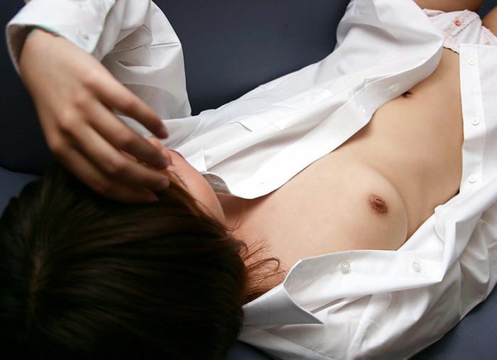 【裸Yシャツエロ画像】Yシャツに透けてしまう乳首もエロい!男のロマン!? 14