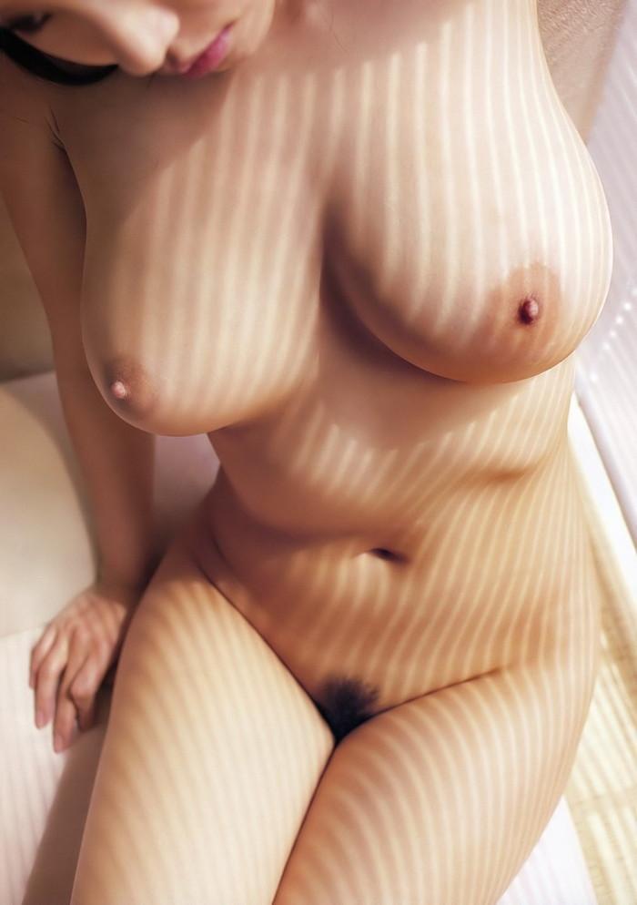 【巨乳エロ画像】存在感ありすぎる美巨乳から目が離せないぞ!?w 13
