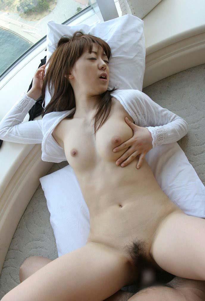 【セックスエロ画像】セックスの快感に自らもおっぱいを愛撫して乱れる女たち。 25