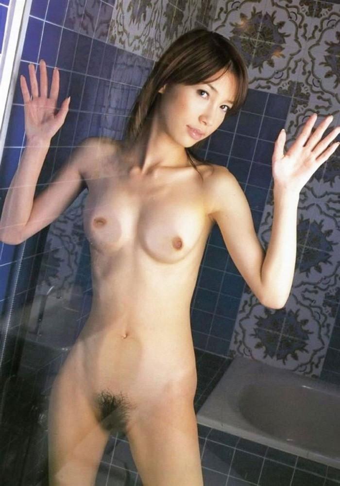 【おっぱいエロ画像】おっぱい好きなヤツ!ガラス越しのこんなおっぱいはどうよ? 10