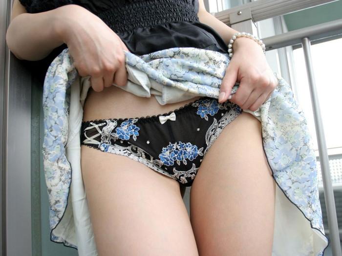 【スカート捲りエロ画像】女の子から自発的にスカート捲くって「見てもいいよ♪」 08