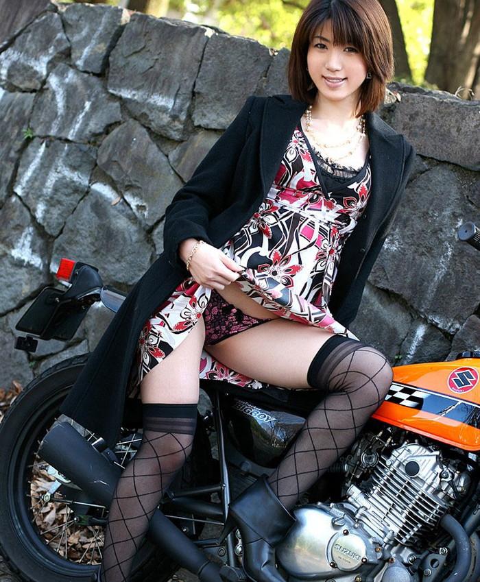 【スカート捲りエロ画像】女の子から自発的にスカート捲くって「見てもいいよ♪」 21