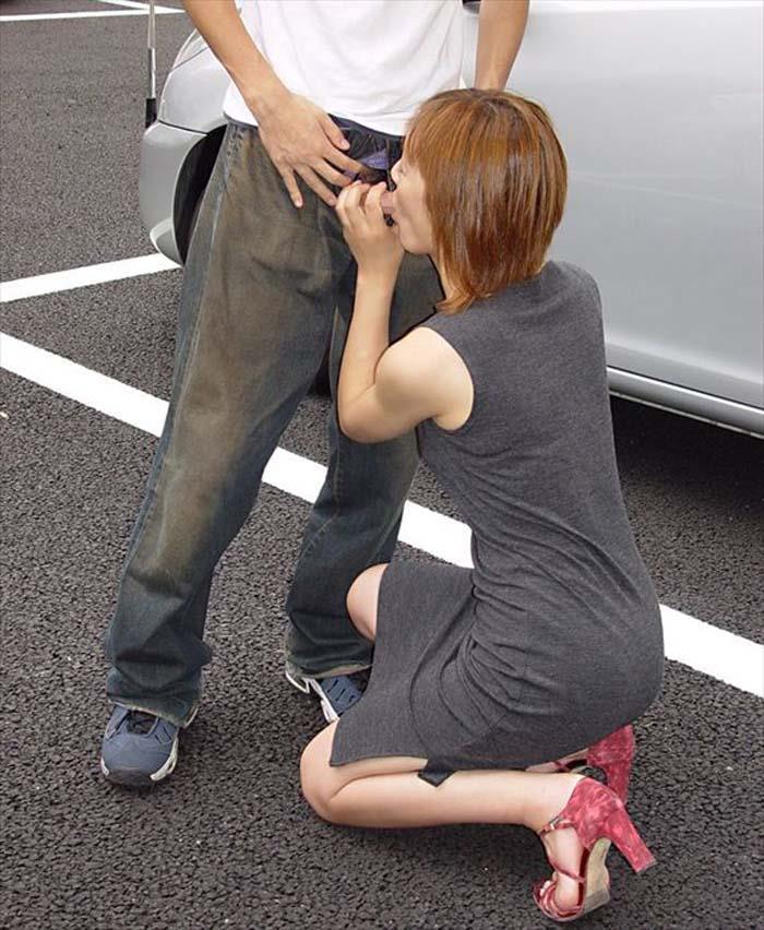【青姦エロ画像】誰に見られるかわからない羞恥心の中で楽しむ青姦セックス! 23