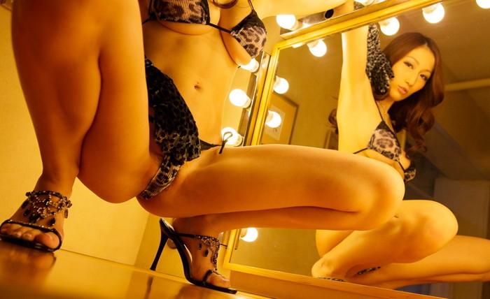 【M字開脚エロ画像】M字に開かれた女性の美脚!視線は股間に一点集中! 12