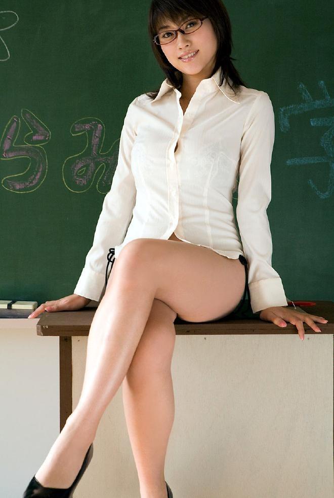 【女教師エロ画像】知的な女性の代表!女教師の破廉恥な姿に妄想が大爆発! 09