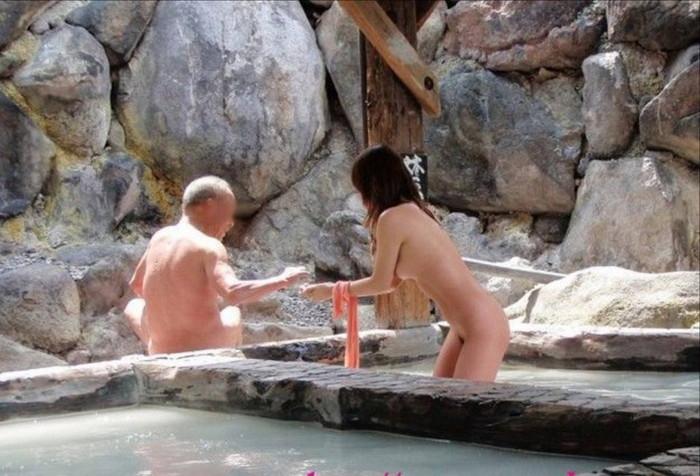 【露天風呂エロ画像】思わぬラッキー!露天風呂といったら男女混浴が基本だろ!? 14