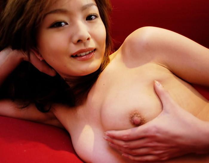 【おっぱいエロ画像】自分でおっぱいモミモミ!おっぱいアピールの女の子 03