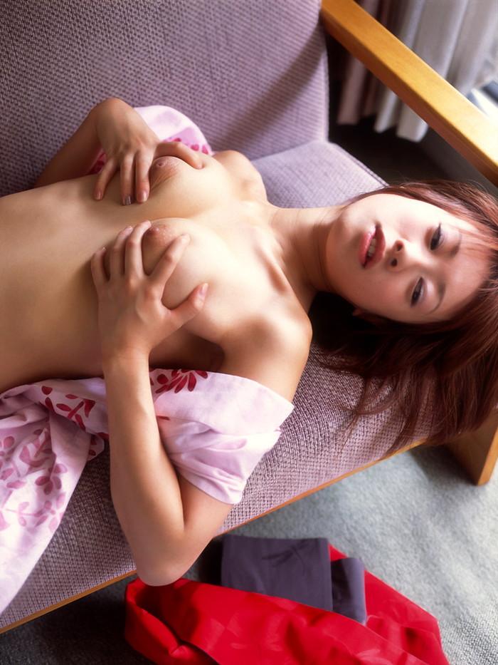 【おっぱいエロ画像】自分でおっぱいモミモミ!おっぱいアピールの女の子 04