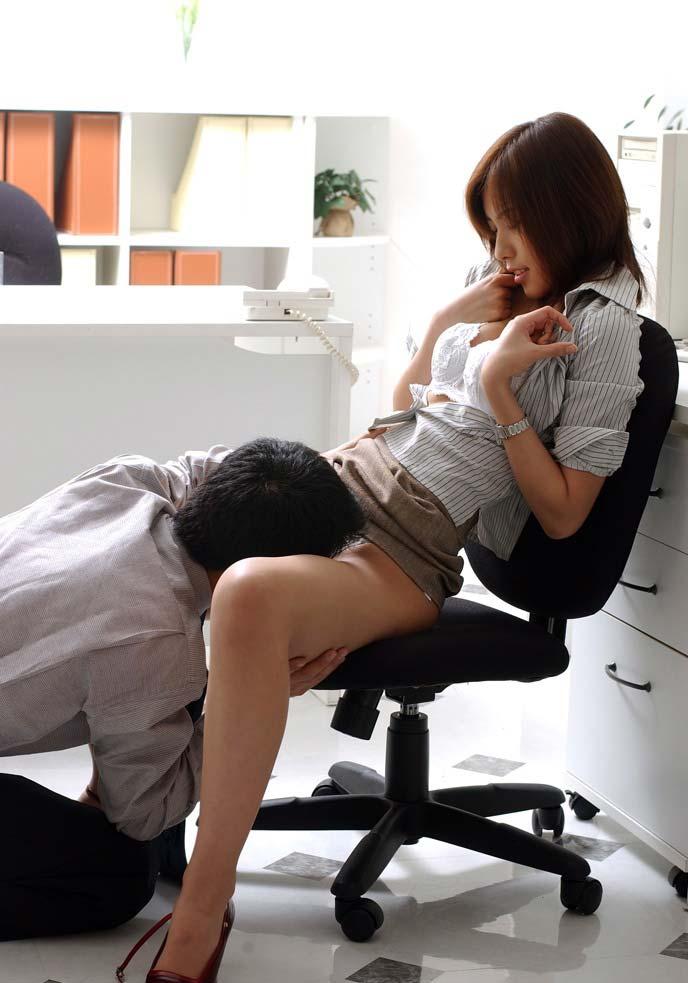【OLエロ画像】街行くOLの尻に欲情した事ある人は必見のOL破廉恥画像! 08