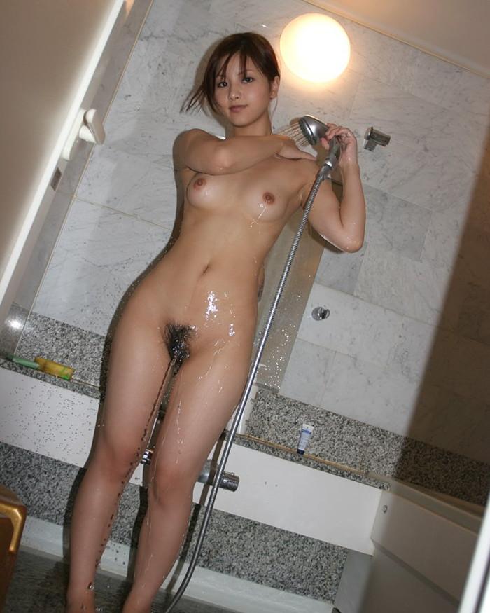 【シャワーエロ画像】女の子の一糸まとわぬお風呂場でのシャワーシーン 05