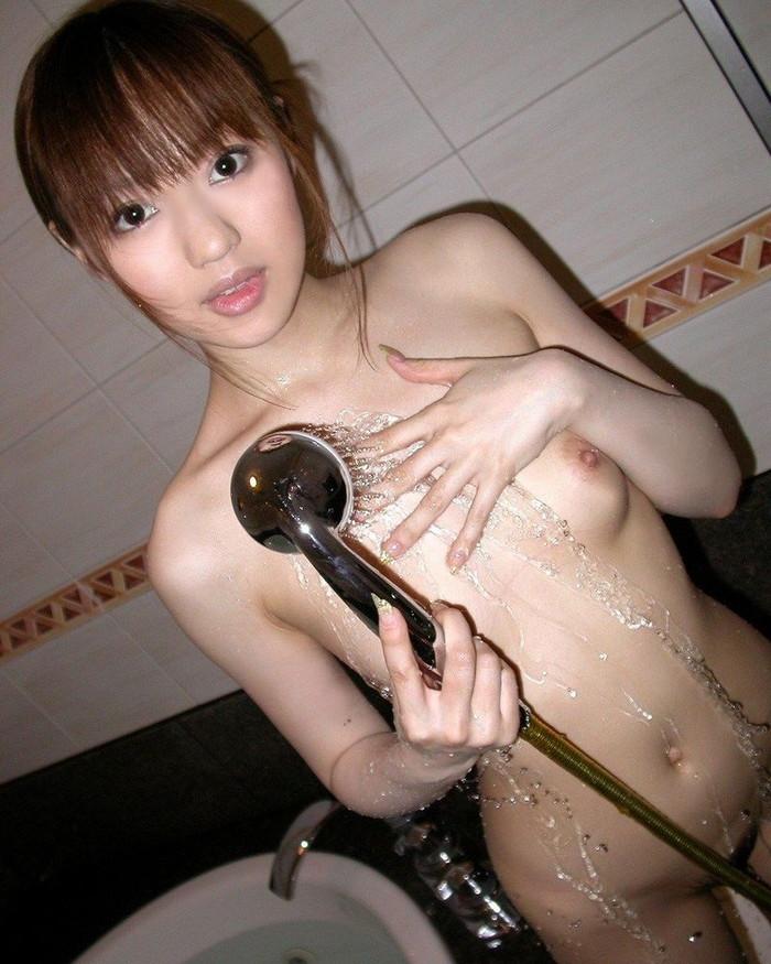 【シャワーエロ画像】女の子の一糸まとわぬお風呂場でのシャワーシーン 10