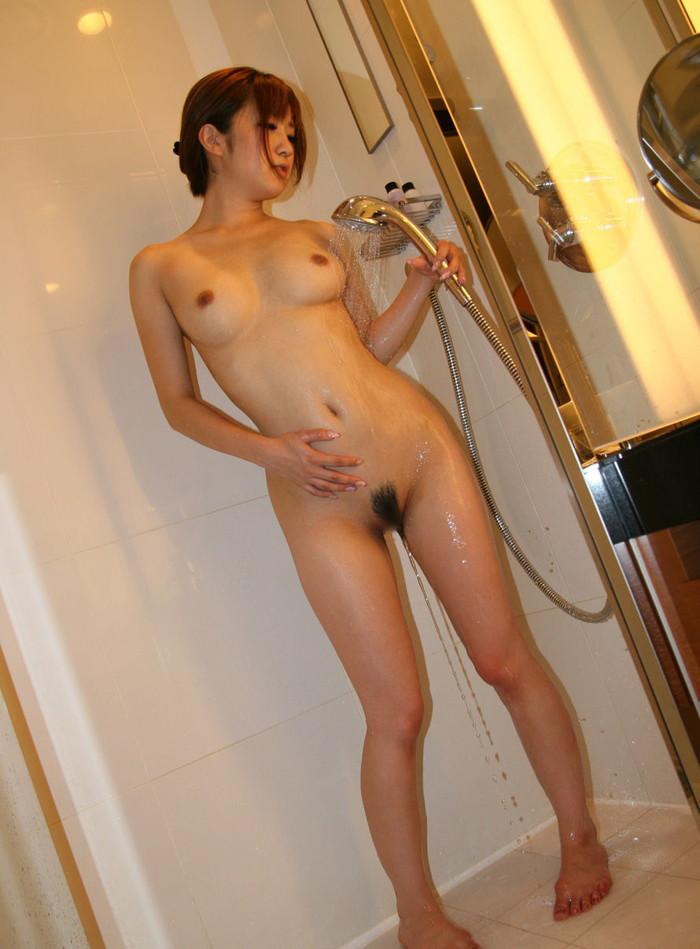 【シャワーエロ画像】女の子の一糸まとわぬお風呂場でのシャワーシーン 27
