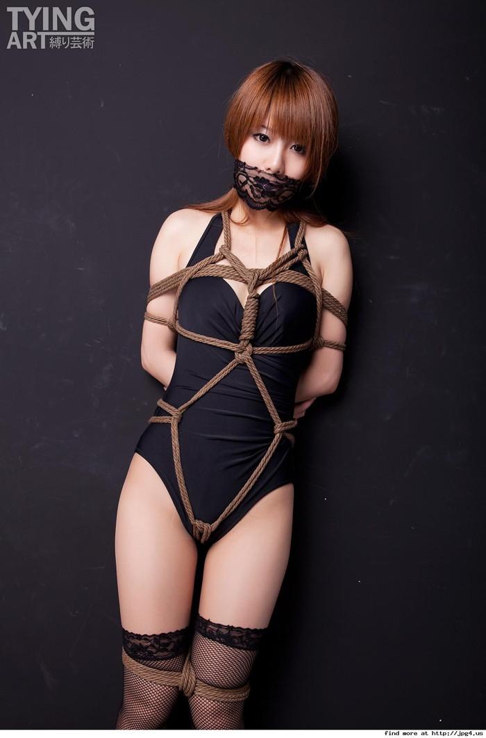 【着衣緊縛エロ画像】着衣のままロープで緊縛された女たちの痛々しい姿 26
