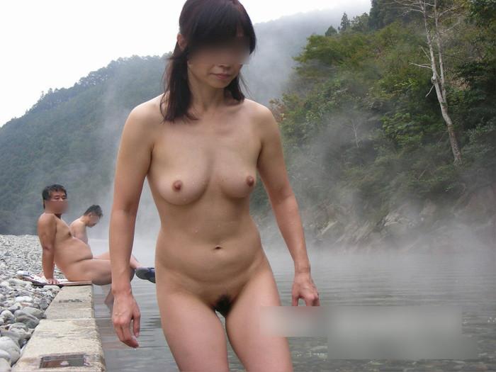 【露天風呂エロ画像】露天風呂に入浴する素人娘…まさかのシチュエーション!w 27