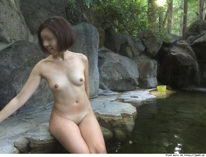 【露天風呂エロ画像】露天風呂に入浴する素人娘…まさかのシチュエーション!w 30