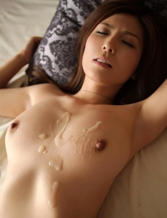 【胸射エロ画像】女性の象徴のおっぱいがドロッドロの白濁液で汚されているぞ! 12