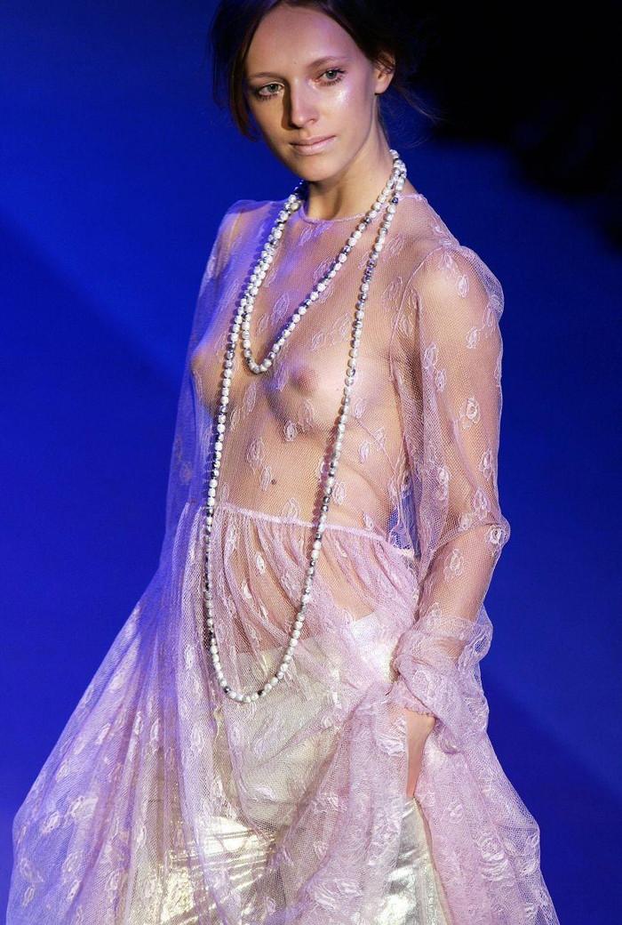 【海外ファッションショーエロ画像】こりゃファッションじゃなくて裸だろ!?w 08