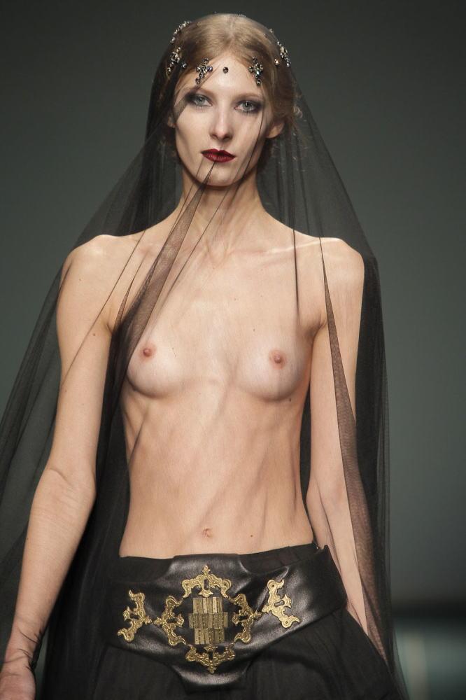 【海外ファッションショーエロ画像】こりゃファッションじゃなくて裸だろ!?w 21