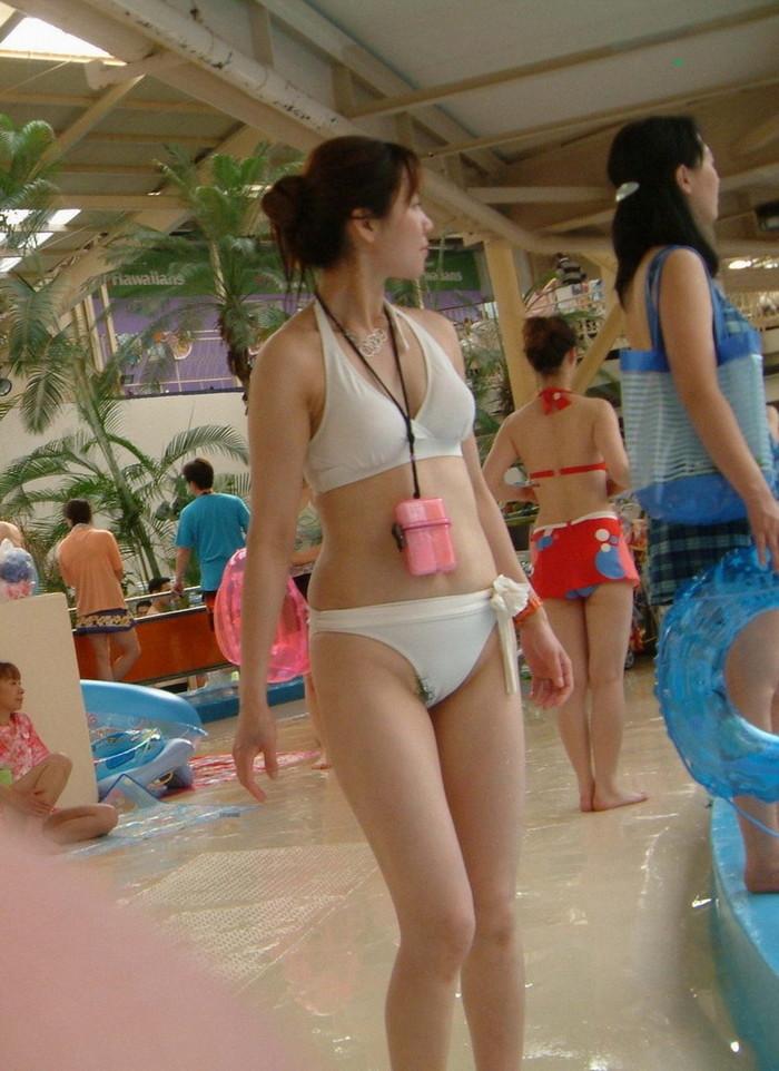 【水着ハプニングエロ画像】過激な水着にまつわる、ポロリハプニングはお約束! 16