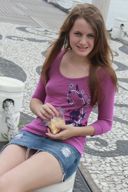 【ノーブラエロ画像】世界ノーブラデー万歳!ほんとは女の子も見せたがり! 18