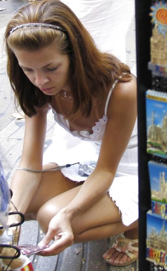 【ノーブラエロ画像】世界ノーブラデー万歳!ほんとは女の子も見せたがり! 21