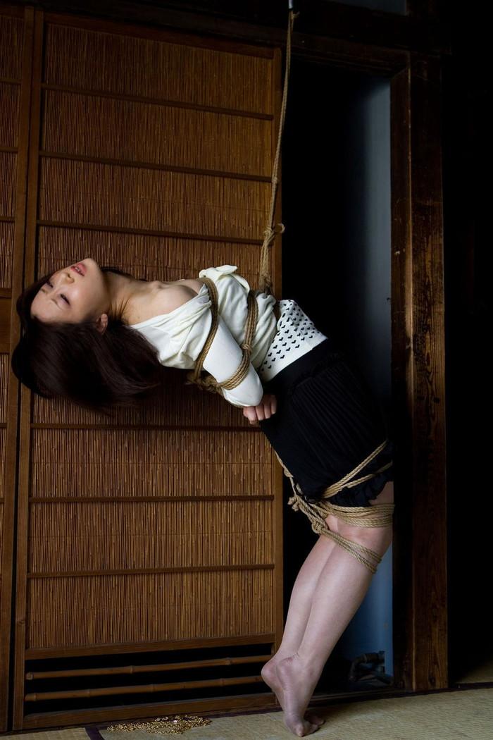 【調教中エロ画像】女をいたぶるばかりがSMじゃない!調教過程の女の子達! 19
