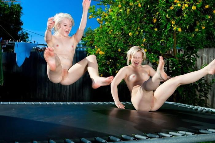 【全裸スポーツエロ画像】全裸でスポーツって開放的すぎるだろ!?w 09