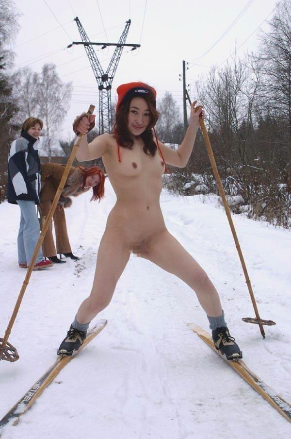 【全裸スポーツエロ画像】全裸でスポーツって開放的すぎるだろ!?w 12