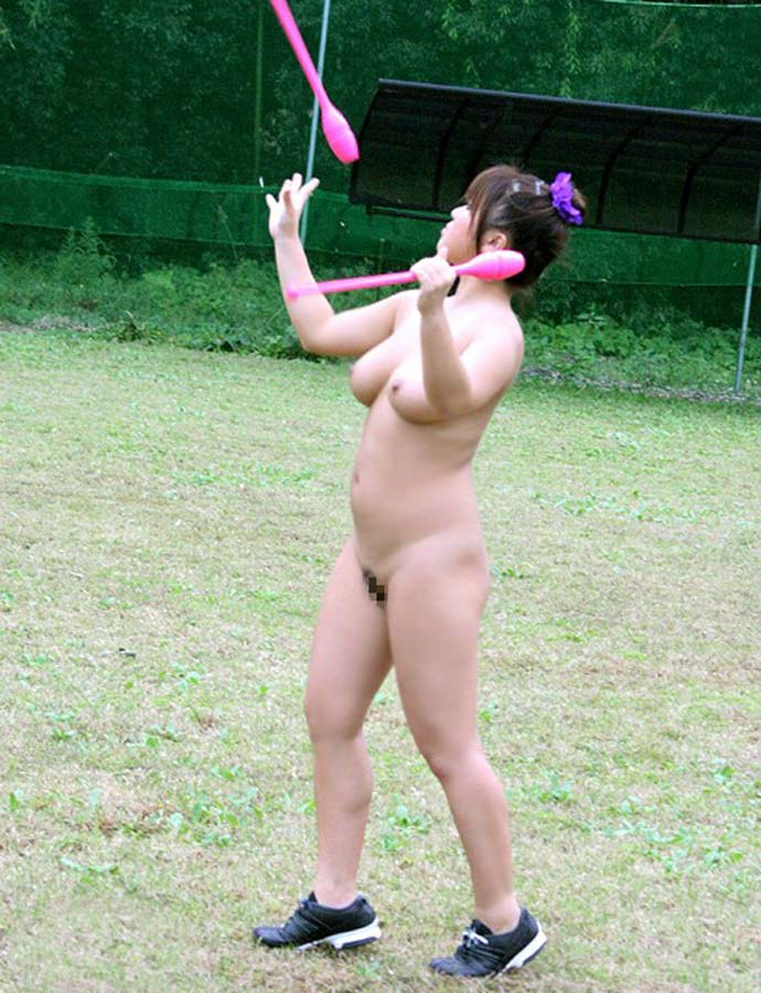 【全裸スポーツエロ画像】全裸でスポーツって開放的すぎるだろ!?w 19