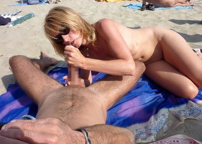 【海外青姦エロ画像】広大な大地でスケールの大きな青姦セックス! 08