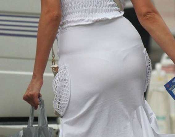 【着衣透けパンエロ画像】着衣越しに透けたパンツがハッキリと…新たな露出プレイか!?w 01