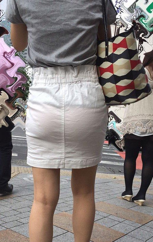 【着衣透けパンエロ画像】着衣越しに透けたパンツがハッキリと…新たな露出プレイか!?w 21