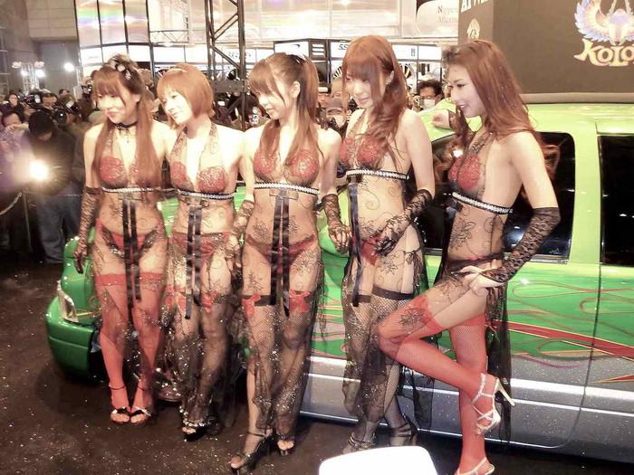 【キャンギャルエロ画像】下着姿と変わらない衣装で人前にたつキャンギャルがエロすぎて… 08