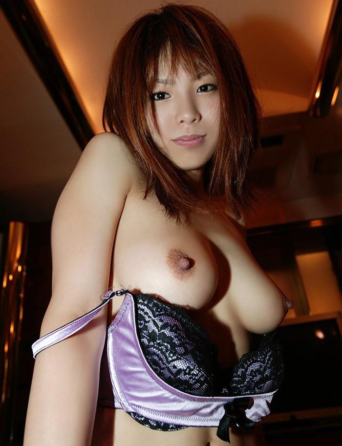 【勃起乳首エロ画像】性的な興奮、快感で勃起した乳首がめっちゃめちゃエロい! 24
