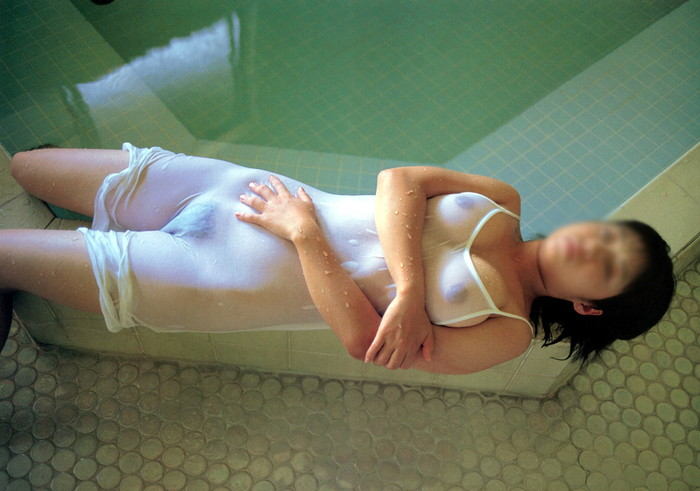 【濡れ透けエロ画像】濡れた着衣越しにみえるおっぱい!オマンコが激的にエロい件 03