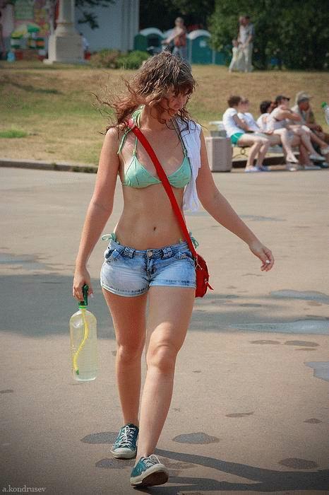【ロシア水掛け祭りエロ画像】濡れた着衣がスケスケ!こんなん絶対勃起するだろ! 03