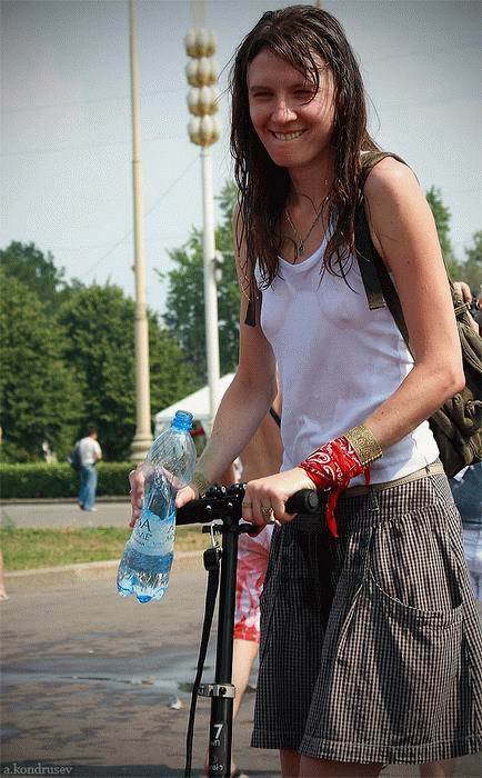 【ロシア水掛け祭りエロ画像】濡れた着衣がスケスケ!こんなん絶対勃起するだろ! 08