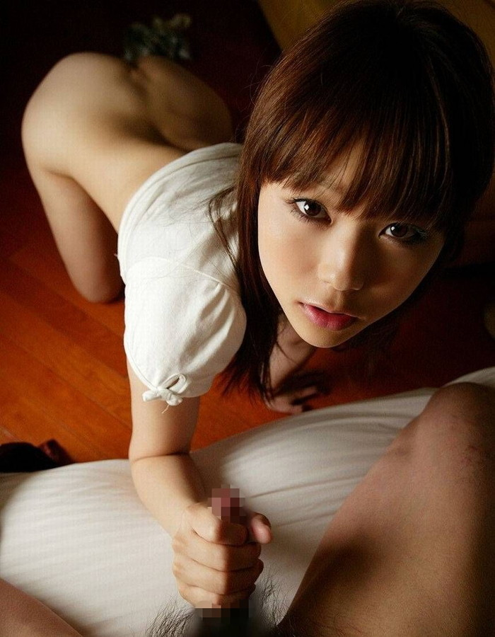 【手コキエロ画像】女の子がチンポ握ってシコシコ…ライトサービスだけどエロい! 26