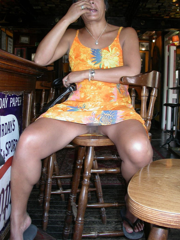 【ノーパンエロ画像】海外にノーパン女子は結構いる!?日本もあやかりたいw 19